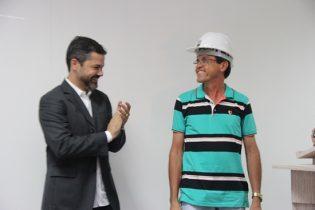 Jackson Lima administra muita coisa, mas deseja receber o diploma de engenheiro | foto: Raimundo Mascarenhas