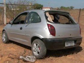 Carro foi atingido por diversos tiros ao deixar presídio