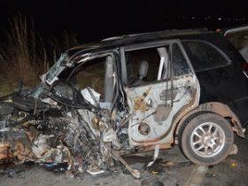 Carro de passeio ficou destruído na Bahia