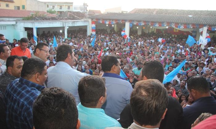 Cada orador fez questão de tocar nos problemas jurídicos enfrentados pelo prefeito afastado Ranulfo Gomes | Foto: Raimundo Mascarenhas