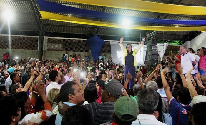Aniversariante assoprou a velinha em plena convenção | Foto: Raimundo Mascarenhas