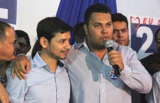 Paulinho disse que tem certeza que Junior irá contribuir muito em sua gestão | Foto: Raimundo Mascarenhas