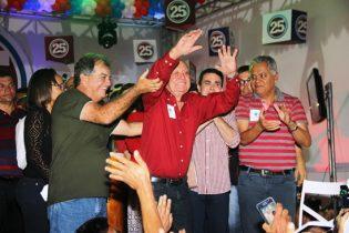 Hamilton Rios recebeu homenagens do palanque e do público   Foto: Raimundo Mascarenhas