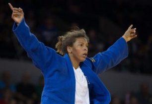 Rafaela Silva vence luta e conquista primeiro ouro do Brasil no Rio-2016