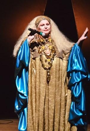 Elke Maravilha chamava atenção pelas vestes e maquilagem