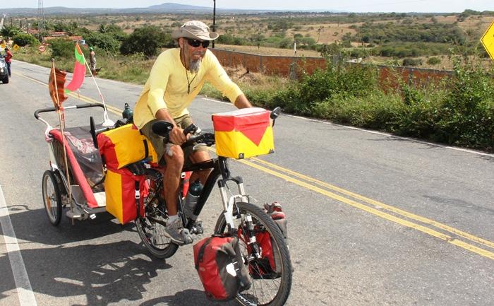 Moisés era caminhoneiro e abandonou a profissão para sair pelo mundo | Foto: Raimundo Mascarenhas