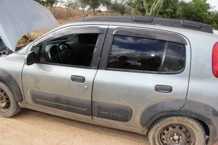Na porta do motorista dos locais ficaram as marcas da violência | Foto: Raimundo Mascarenhas