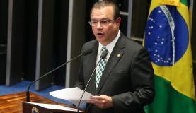 Voto do senador pode ser um a menos contra Dilma