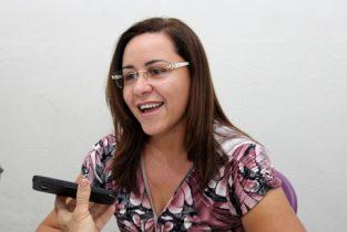 Silvania pede que o ouvinte preste atenção na proposta dos candidatos e avaliem a mais sincera | Foto: Raimundo Mascarenhas