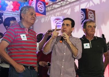 Tom articulou a junção dos ex-prefeitos Vertinho e Renato para tentar derrotar Assis que busca a reeleição | Foto: Raimundo Mascarenhas