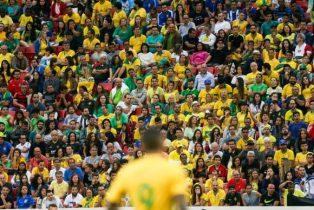 Torcedor voltou a vaiar a seleção no Mané Garrincha | Foto: Agência Brasil