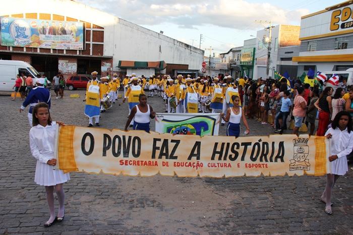 O desfile marca a história de cada estudante | Foto: Raimundo Mascarenhas