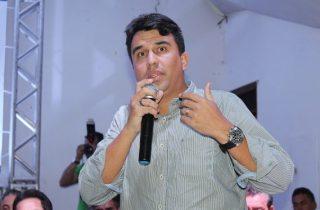 Adriano Lima foi vice-prefeito no primeiro mandato do prefeito Osni Cardoso, rompeu e virou oposição no mesmo mandato