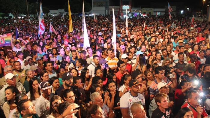Público atento ao discurso de Rui Costa | foto: Raimundo Mascarenhas