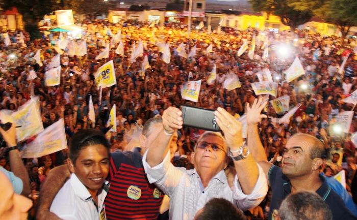 Jorge Andrade empolgado com o público presente resolveu registar numa selfie | Foto: Raimundo Mascarenhas
