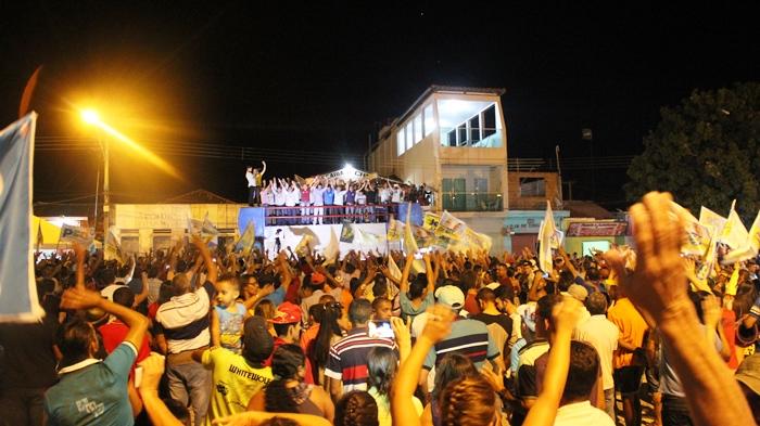 De cima de um mine trio os candidatos apresentaram suas propostas para Monte Santo e de modo especial para Pedra Vermelha - Foto- Raimundo Mascarenhas