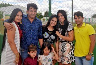 Ataíde e sua família | Foto: Teones Araújo