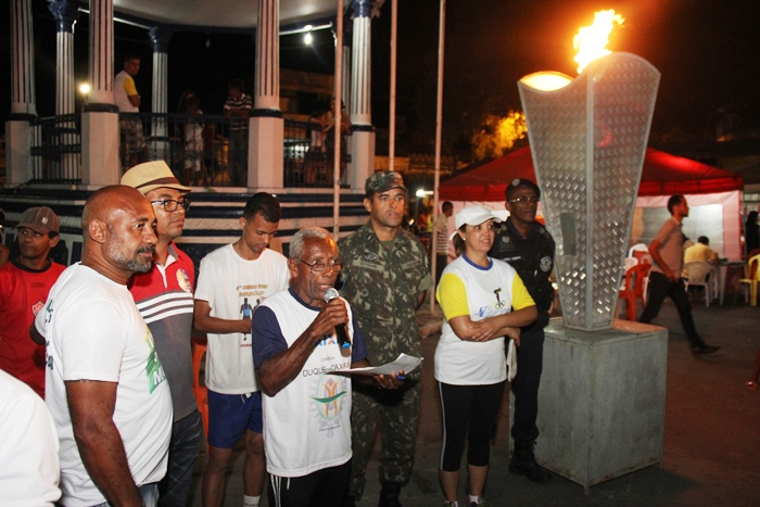 """Luiz da Bicicleta disse que só para quando """"fechar os olhos"""". Secretário de Administração Jivaldo Oliveira representou o prefeito Osni"""