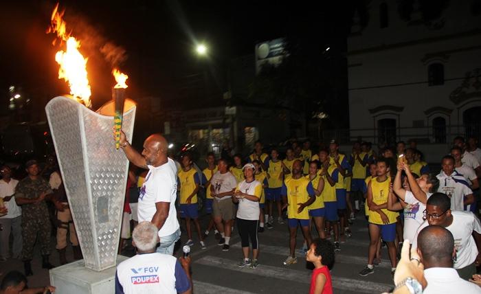 Como nos Jogos Olímpicos, a pira do Fogo Simbólico acesa é bastante festejada   foto: Raimundo Mascarenhas