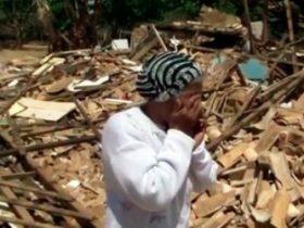 Idosa lamenta demolição misteriosa de casa da família