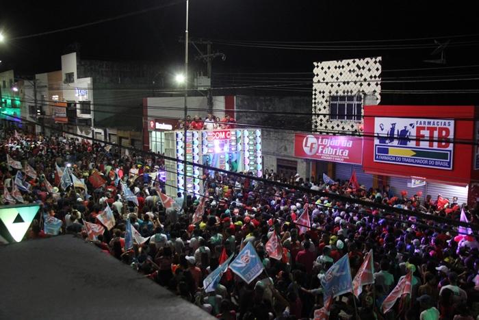 Com a promessa da volta da micareta multidão foi atrás do paredão | foto: Raimundo Mascarenhas