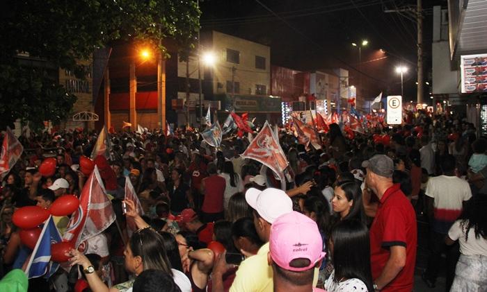 Último domingo de campanha que a coligação A Voz do Povo utilizou o centro da cidade levou uma grande multidão | foto: Raimundo Mascarenhas