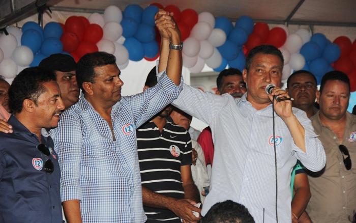 Rui pediu ao povo que vote em Ari, pois juntos farão muito por Cansanção | Foto: Raimundo Mascarenhas