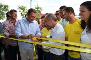 Governador descerra fita ao lado secretário Álvaro Gomes