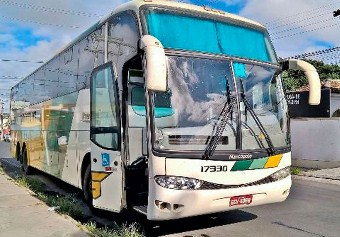 Passageiros de ônibus foram saqueados na madrugada desta terça-feira | Foto: Ed Santos/Acorda Cidade