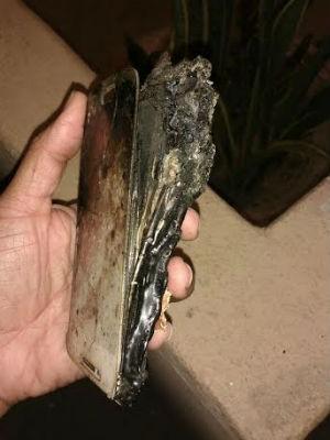 Celular ficou destruído após explodir em Feira de Santana