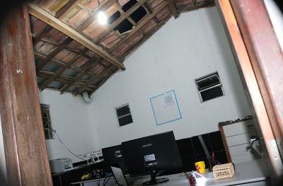 Bandidos praticaram os furtos pelo telhado