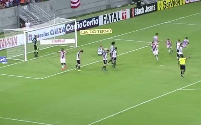 Bahia deixou o G4 aos 48 do segundo tempo quando o Náutico marcou contra o Ceará