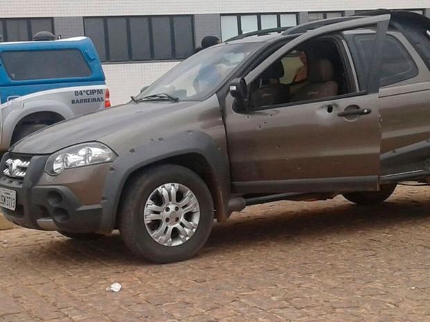 Carro em que família estava foi atingido por tiros em Barreiras