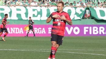 Zé Love marcou dois gols