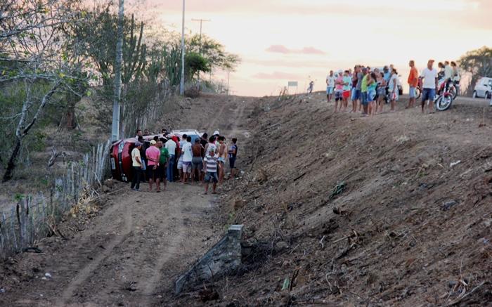 Empresa Augúrio responsável pela reforma da pista pede que os motoristas trafeguem com baixa velocidade | Foto: Raimundo Mascarenhas