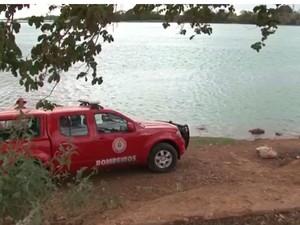 Bombeiros encontraram corpo de casal a 6m de profundidade.