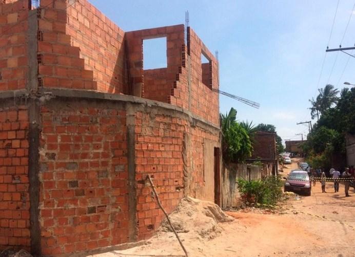 Acidente mata vô e neto em obra na região metropolitana de Salvador (Foto: Alan Oliveira/G1)