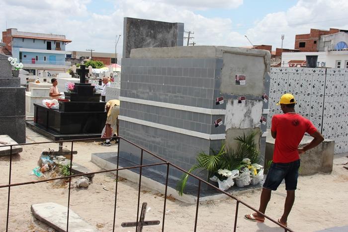Jazigo de Hamilton Rios muito visitado   Foto: Raimundo Mascarenhas