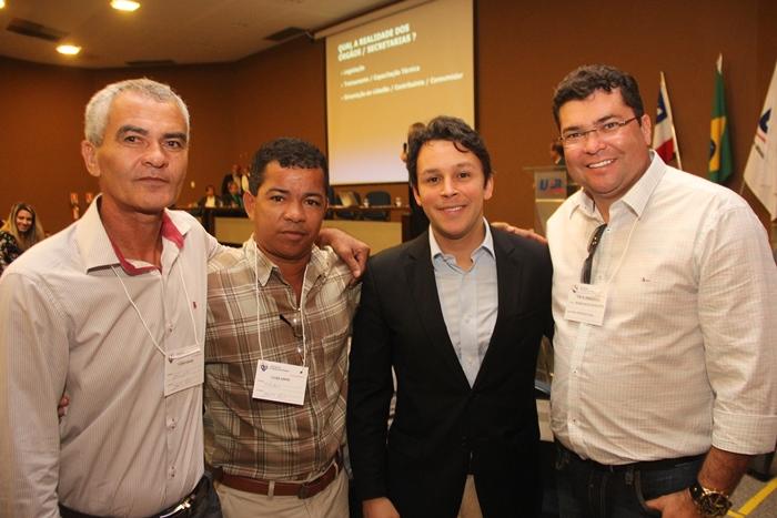 Marcinho (D) Mario Junior e os vereadores Danda e cão a Brasilia discutir a legalização do garimpo