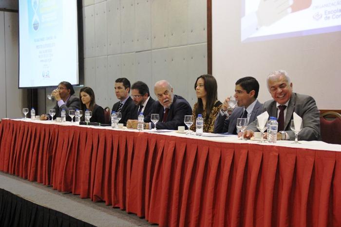 Prefeito reeleito e anfitrião ACM Neto fez parte da mesa, assim como Maria Quitéria presidente da UPB e prefeita de Cardeal da Silva | Foto: Raimundo Mascarenhas