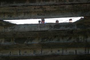 Técnicos avaliam arquibancada da Fonte Nova após tragédia, em 2007