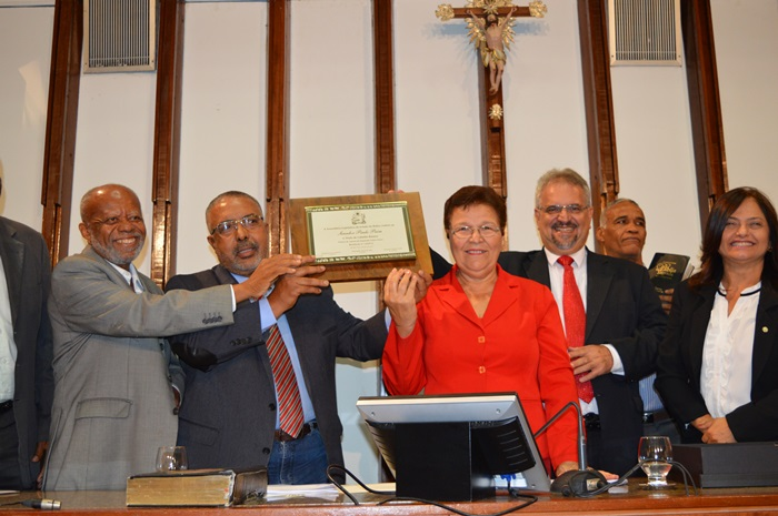 Gaúcho de Pelotas - RS, Paim é o único senador negro do Brasil. Disse estar muito feliz pela homenagem na anti véspera do Dia da Consciência Negra