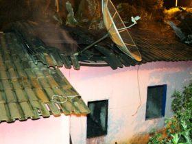Homem colocou fogo na casa da mãe, após matar a esposa