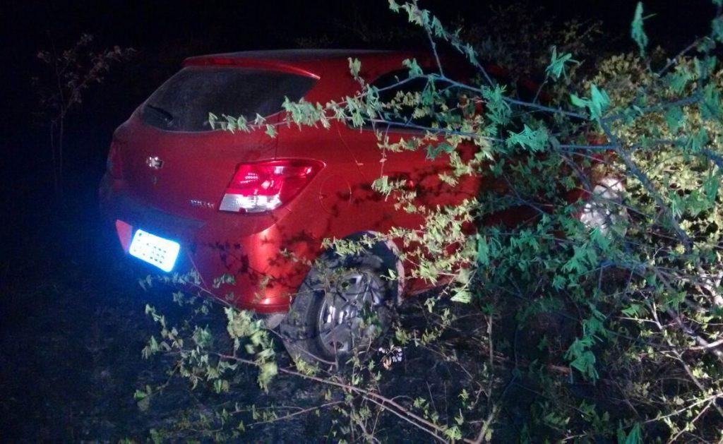 Veículo estava com placa adulterada e tinha restrição de roubo