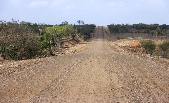 Este estado que se encontra a rodovia sentido Coité é muito perigoso, pois a areia está solta faz com que o motorista perca o controle com facilidade