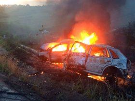 Veículos pegaram fogo após batida na BR-101, no recôncavo baiano