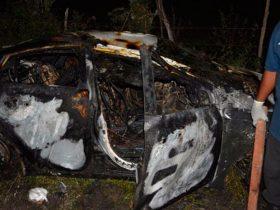 Veículo foi virado e incendiado com os professores vivos