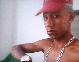 Segundo um policial, Charles foi preso a cerca de 15 dias com droga