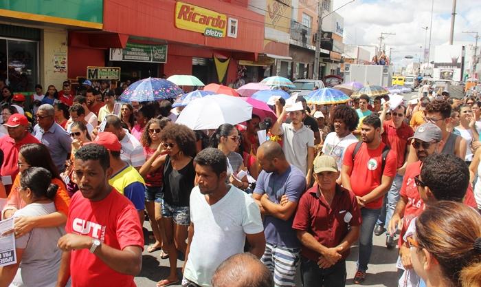 Greve Geral: Protesto contra as reformas da previdência e trabalhista e deputado votado em Coité marcam manifestação