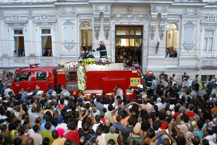 Caixão de ACM deixa o Palácio da Aclamação | Foto: Raimundo Mascarenhas